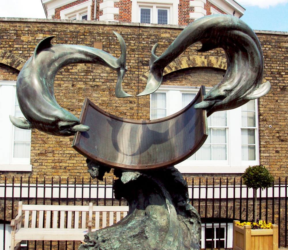 Original image from https://upload.wikimedia.org/wikipedia/commons/2/22/Sculpture_at_The_Royal_Observatory%2C_Greenwich_-_DSC05553.JPG