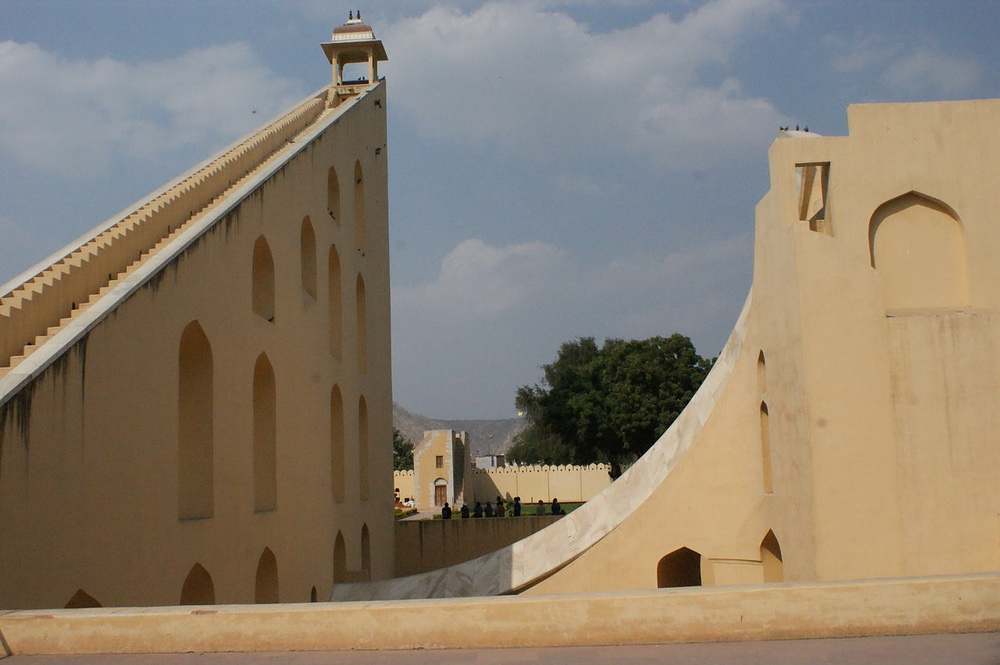 Original image from https://upload.wikimedia.org/wikipedia/commons/6/6d/Jantar_Mantar%2C_Jaipur_India.jpg
